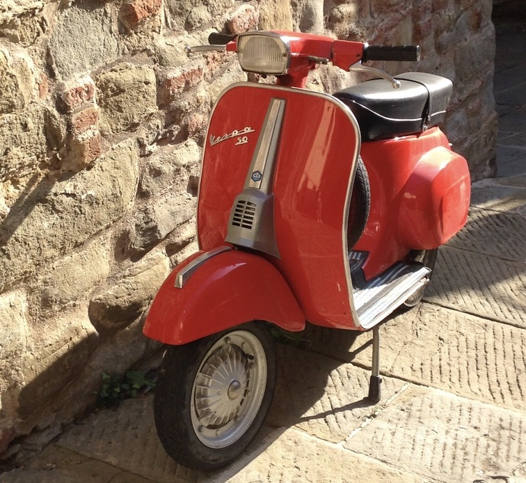 Vespa 50 destinations Tuscany